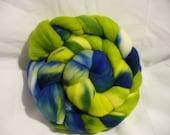 Spinning Fiber Super Soft Merino Top - Bright Kiwi - hand dyed Wool Fiber 19.5 Micron, 4 ounces