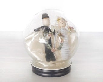 Vintage chenille pipe cleaner bride and groom in glass globe, handmade wedding decoration, black and white cake topper, spun cotton, wreath