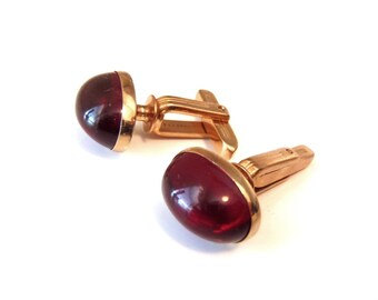 Vintage Hickok Gold Tone CuffLinks Ruby Red Lucite Oval Cabochon Insets 1940s - Mid 1950s Hickok USA Simple Classic Oval Goldtone Cuff Links