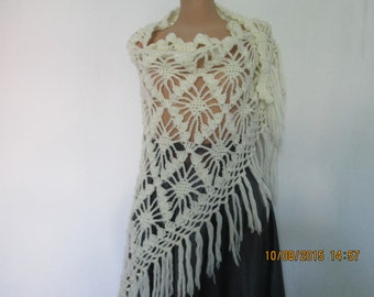 WARM WHITE SCARF / Triangular / Wool / Acrylic / Wrap / White / Hand Knitted