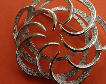 Beautiful Signed Sarah Coventry Silver Toned Abstract Brooch