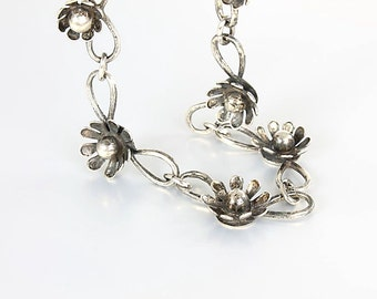 Daisy Necklace, Sterling silver Flower Choker, 15 inch Short Necklace, vintage Nordic jewelry style