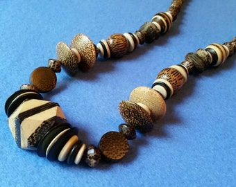 Vintage Chunky Wooden Beaded Necklace