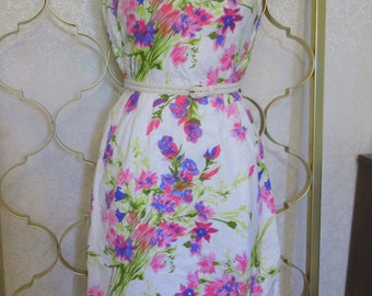 Vintage 1960s  Cotton Wiggle Dress Gorgeous Floral Day Dress -Small