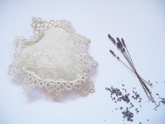 Lavender and Carpathian herbs (thyme, mint, Flowers of lime) set of 5 sachets heart  - wedding - bridesmaid - tatting lace - Embroidery