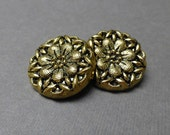Button Goldtone Flower Plastic Shank (2)