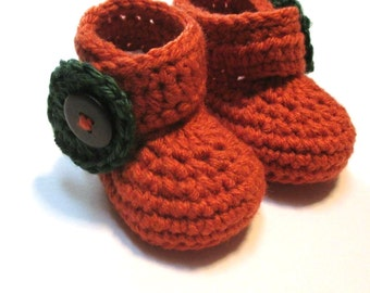 Fall crochet pumpkin baby booties.  Pumpkin patch photography prop.  Fall booties for infant.  Made to order.
