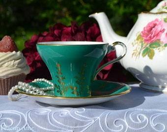 Aynsley Emerald Green Corset Teacup and Saucer With Gold Leaf Decoration, English Bone China Tea cup Set, Tea Party, ca. 1934-1939