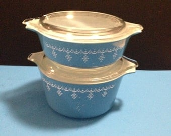 2 round Pyrex Snowflake lidded casserole dishes