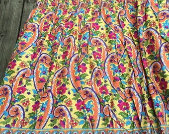 "Multicolor Paisley/Floral Style in an Instant Shirred 100% cotton dress fabric 36""X 44"""