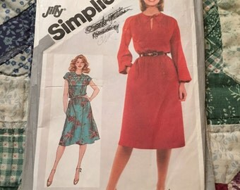 Vintage 1981 Simplicity Pattern in Size 14.  Jiffy Pull-over Dress Pattern.  Simplicity Pattern number 5195