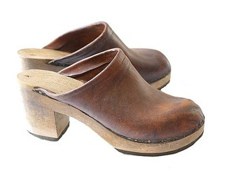 1970 french   leather CLOGS us5  women heels
