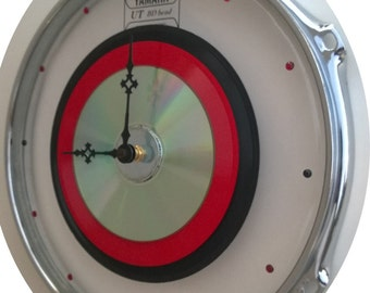 "10 "" clear Yamaha Drum Skin & Hoop - Clock w/ 45 record Black and red."