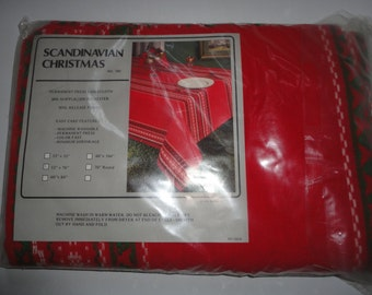 Vintage Unused Scandinavian Christmas Tablecloth Permanenet Press Tablecloth Soil Release Finish Simple Christmas Tablecloth Made in USA
