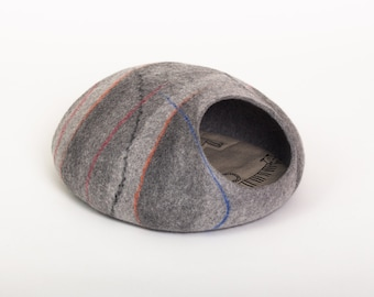 Cat bed/cat cave/cat house/dark grey felted cat cave (With GIFT pad)