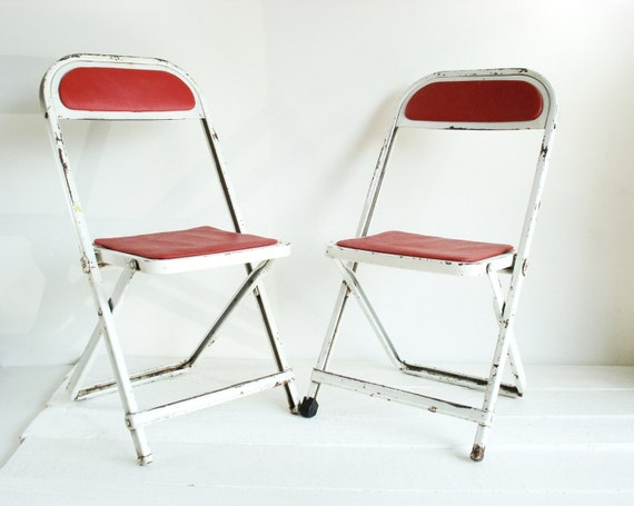 vintage children 39 s folding table and chair by lkwhatthecatdraggedn. Black Bedroom Furniture Sets. Home Design Ideas