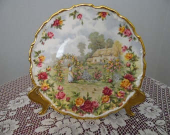 Royal Albert Bone China 25th Anniverary Plate of Old Country Roses - Made in 1986 in England complete with stand