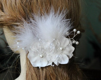 Beautiful white  color hair comb with flowers and white feather