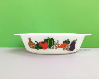 JAJ Pyrex 'Kent' #524 oval casserole dish (c. 1966-68)