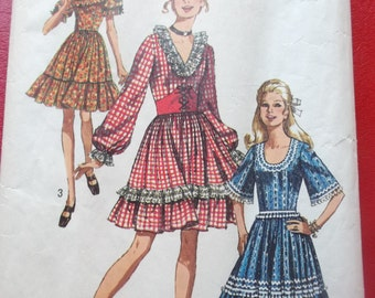 1970s Size 14 Bust 36 Dress with Three Necklines and Waist Cincher Vintage Simplicity 8875 Sewing Pattern