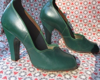 1930s, 1940s Green Shoes - Forest Green Winged Heels