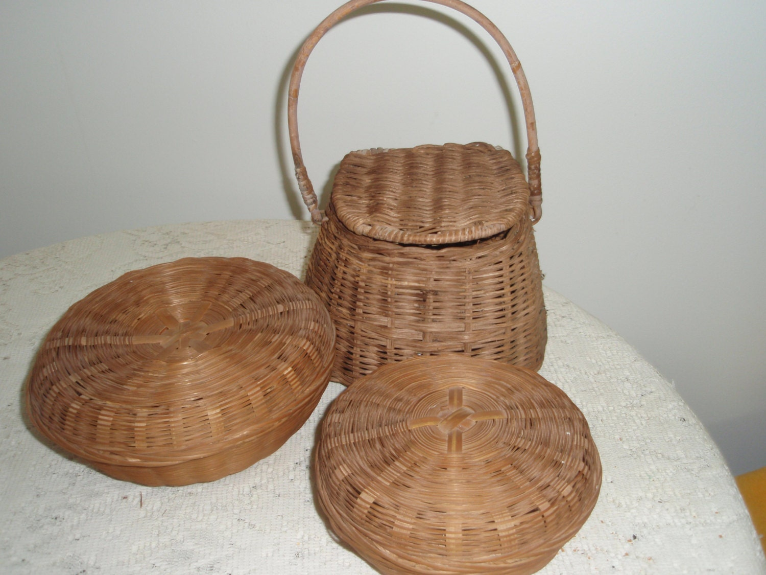 wicker storage baskets three small wicker baskets with lids. Black Bedroom Furniture Sets. Home Design Ideas