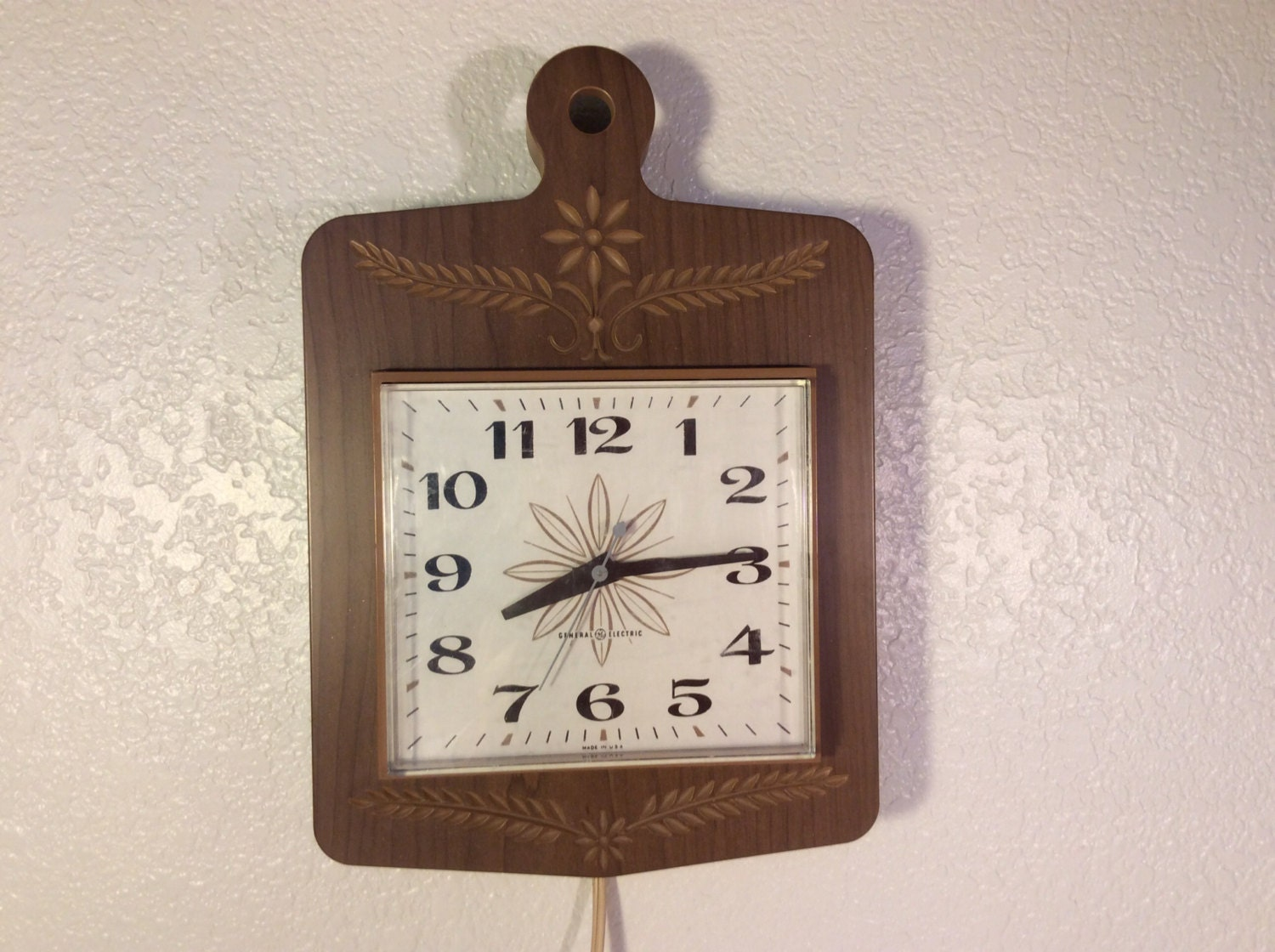 Vintage Kitchen Wall Clock Cutting Board Design Wall Clock