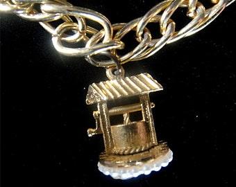 Delightful Vintage Gold Tone & Pearls WISHING WELL Charm Bracelet (187)