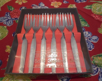 LIQUIDATION SALE- Dessert Fork Set- Six Valiant Solid Stainless Steel Forks By Priest & Moore Limited, Cake lift cut out edge