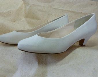 Vintage Size 9 White Pump Dress Shoe By Naturalizer Never Worn