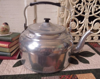 Large Aluminum Kettle Vintage Knock-off Diamond 26 cm Made in China Farmhouse Country Kitchen Cottage