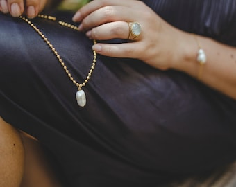 Double gold bracelet with pearl