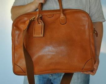 Vintage BRIC'S leather bag .....(156)