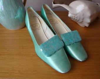 Vintage 60's Aqua sparke kittten heel shoe