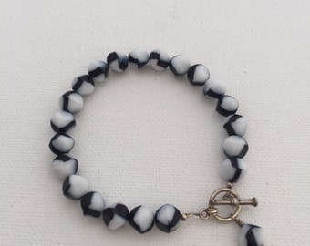 Vintage Black and White Glass Bead Bracelet