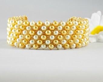 Ecru and Gold Glass Pearl Beaded Bracelet