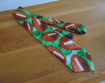 Nice   FOOTBALL fan necktie, from Eagle Neckwear.  Good condition. Sports