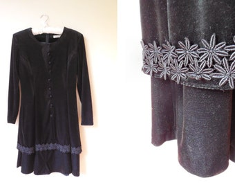 vintage 1970s black velvet dress with daisy trim