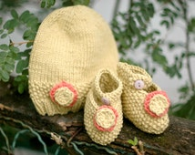 Organic Cotton Baby Booties and Hat - Spring Baby Set in Chartreuse Green and Grapefruit Pink