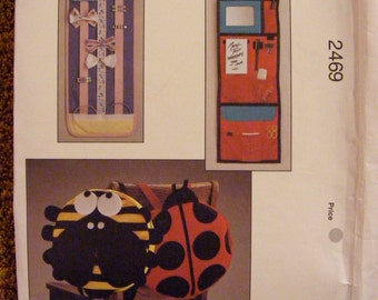 Kwik Sew Uncut Sewing Pattern 2469 Locker Organizer Bee / Ladybug Back Pack