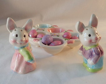 Salt and Pepper Shaker Set, Bunny Rabbits with Tray