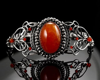 Cayene - sophisticated sterling silver wirewrapped bracelet with carnelian and garnet