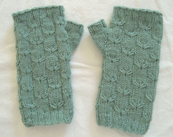 Texting Mitts, fingerless mitts, hand warmers, hand knit mitts, wrist warmers, light green mitts, patterned mitts, merino mitts
