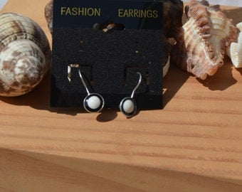 Delicate earrings black and white