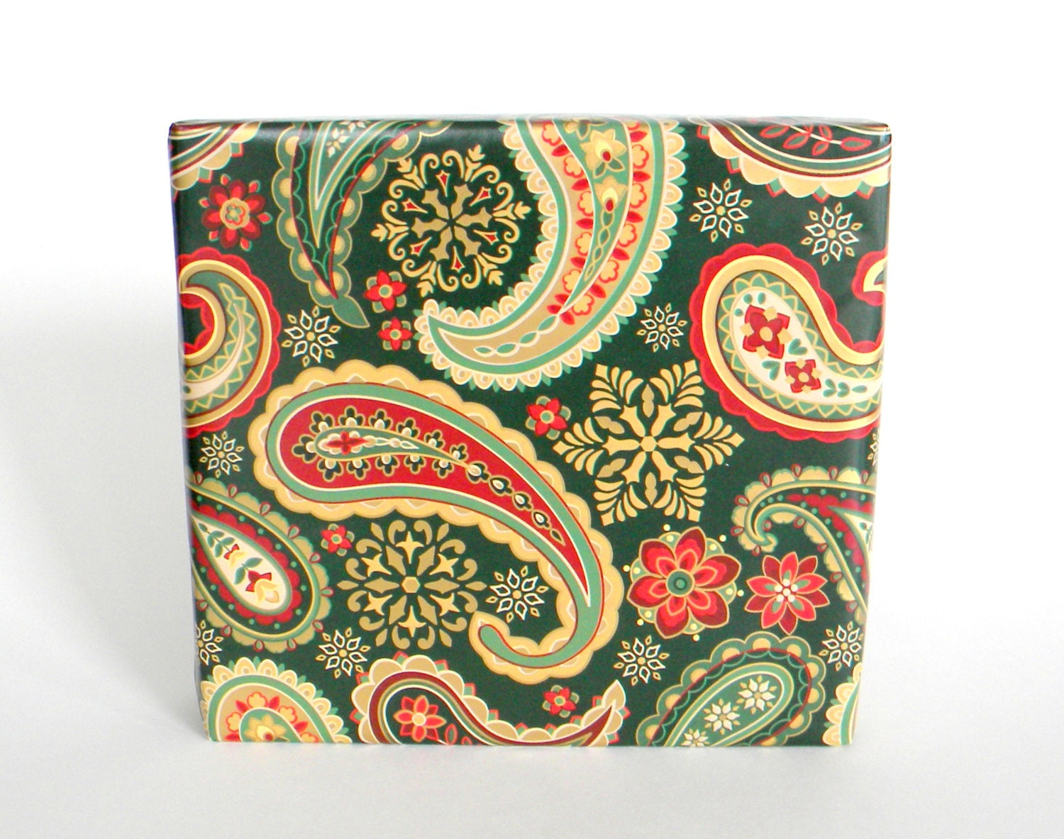 Elegant Paisley Christmas Wrapping Paper in Metallic Gold