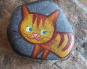 Custom Cat miniature painted on sea stone, ideal gift for story telling time, adorable cat handpainted with Love - gift for cat lovers