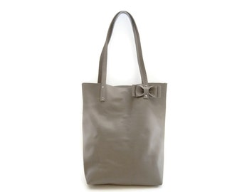 Stone Gray leather tote bag // Simple market tote bag with detachable bow // Pebbled leather bag in taupe or warm grey