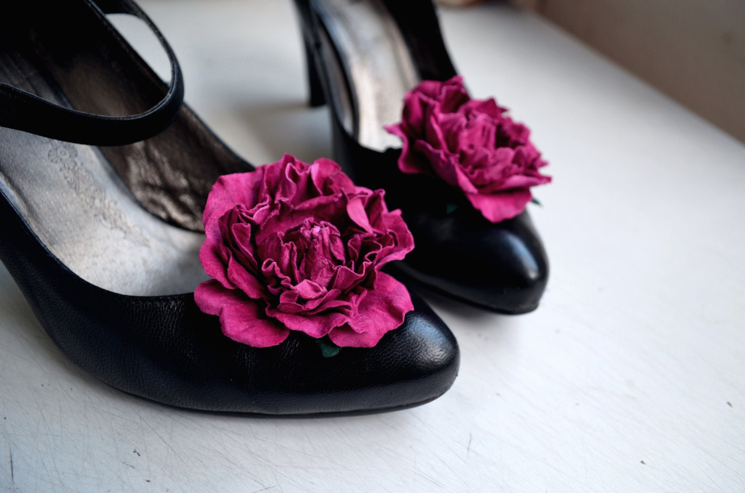 Shoe clips rose decoration for shoes in the form of leather for Decoration clips