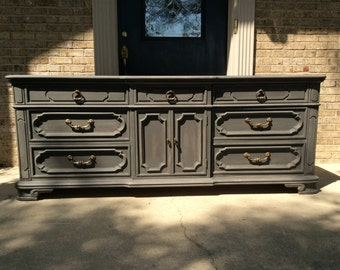 FREE SHIPPING - Classic Vintage Thomasville Triple 9 Drawer Dresser Distressed Grey