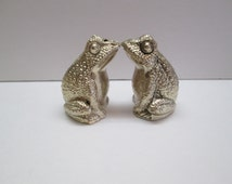 Vintage metal frog salt and pepper shakers,  froggy S&P, kitschy kitchen ware, cute frogs, kissing frogs- dining and serving pieces